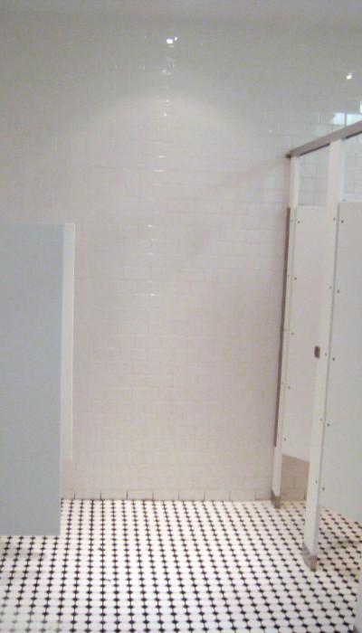 Mavi New York Floor Mounted Overhead Braced Solid Plastic