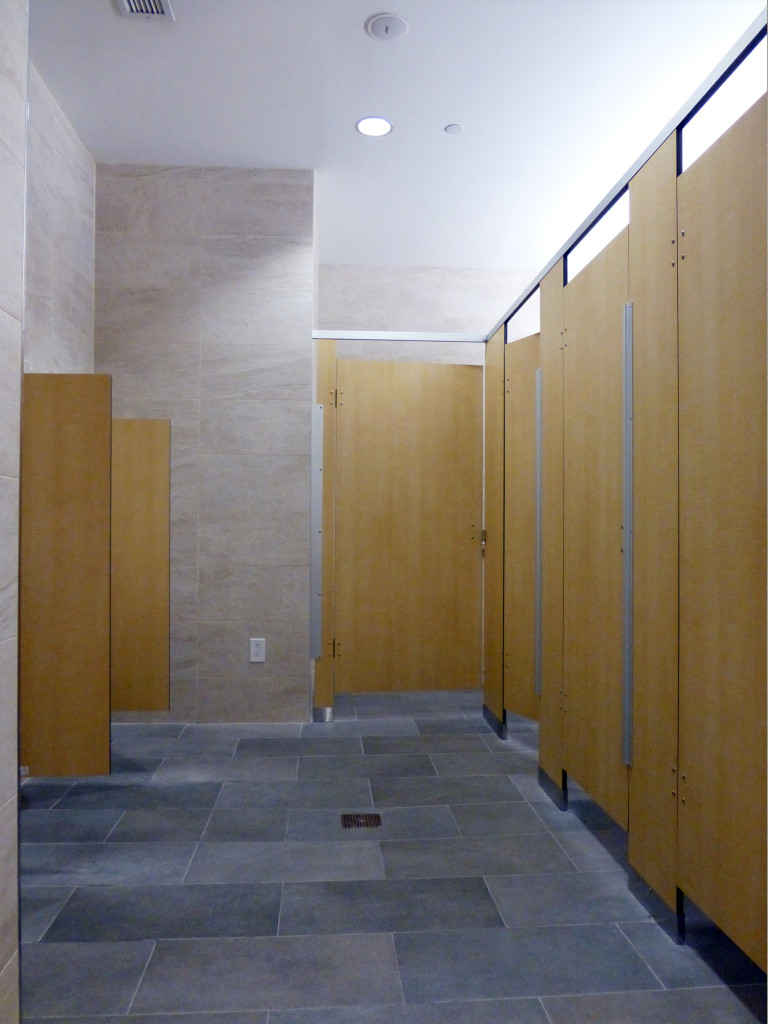 Overhead braced toilet partitions