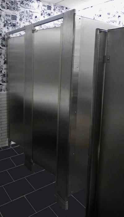 mavi new york floor mounted headrail braced embossed diamond